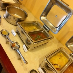Mains - Veg Kofta, Dal Tadka, Chicken Chettinaadu, Travancore Chicken Curry, Chappatis